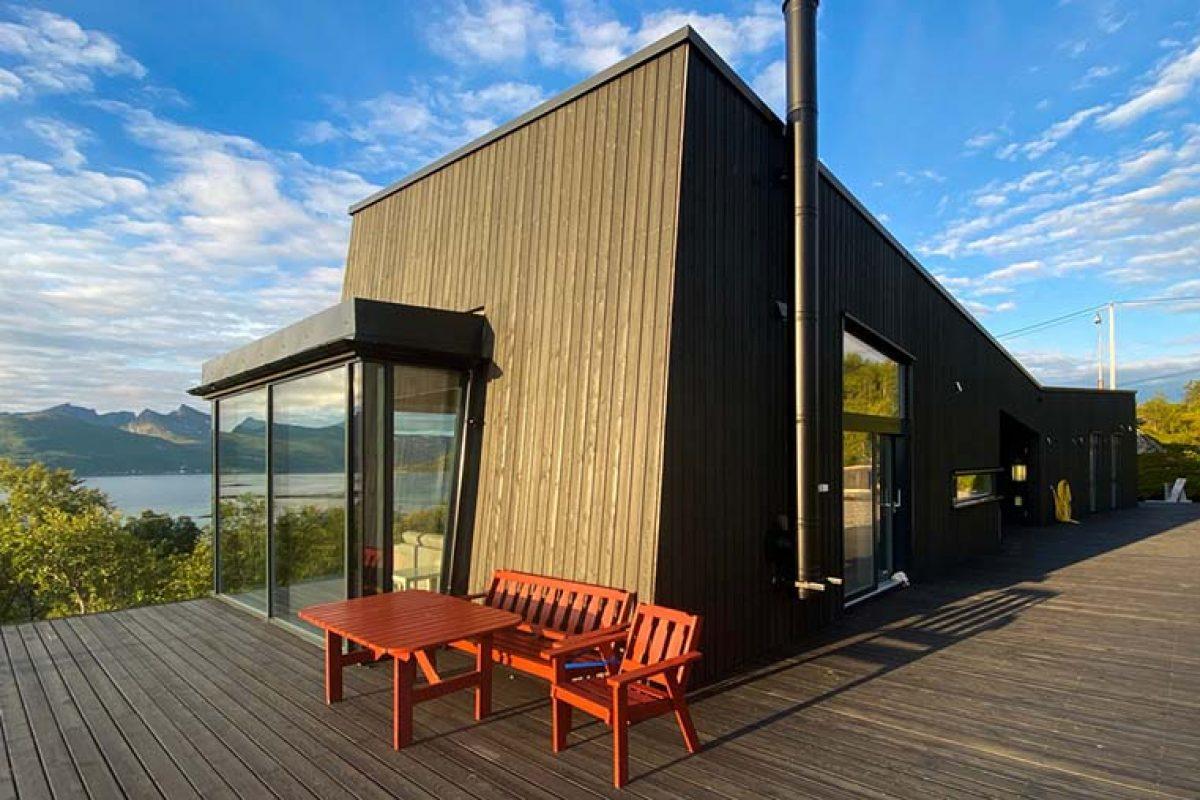 La vivienda que vive de la naturaleza de Senja. Un proyecto de Bjørnådal Arkitektstudio