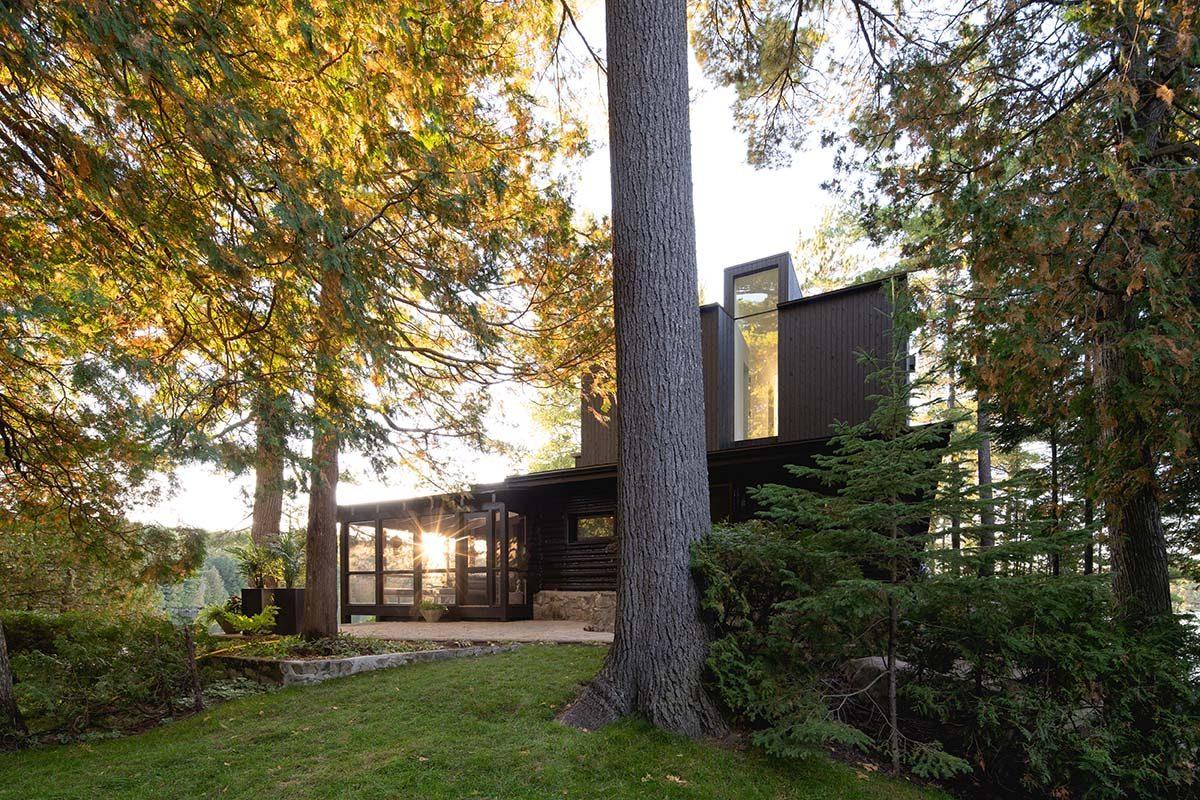 Contraste y continuidad en esta casa de campo diseñada por Paul Bernier Architecte