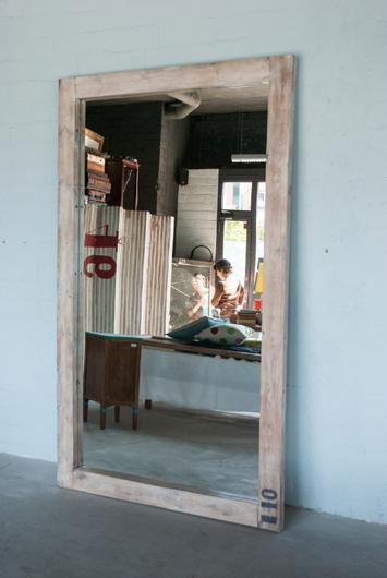 Tienda-taller L'estoc en Barcelona. Muebles con valor añadido