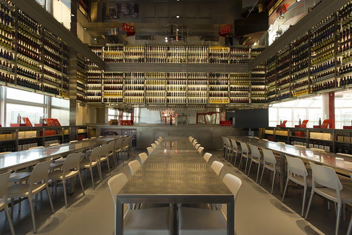 La nueva Sala de Degustación de Estrella Damm. Un proyecto de Olga Subirós Studio con marcado carácter industrial
