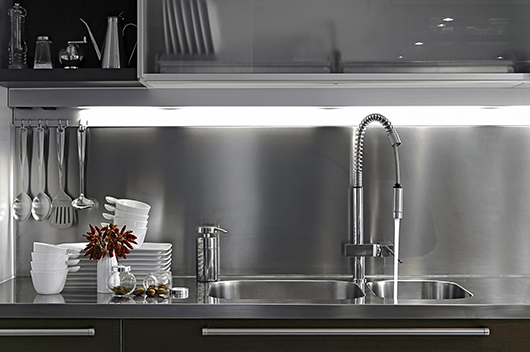 Consejos de faro barcelona para iluminar una cocina de forma ...