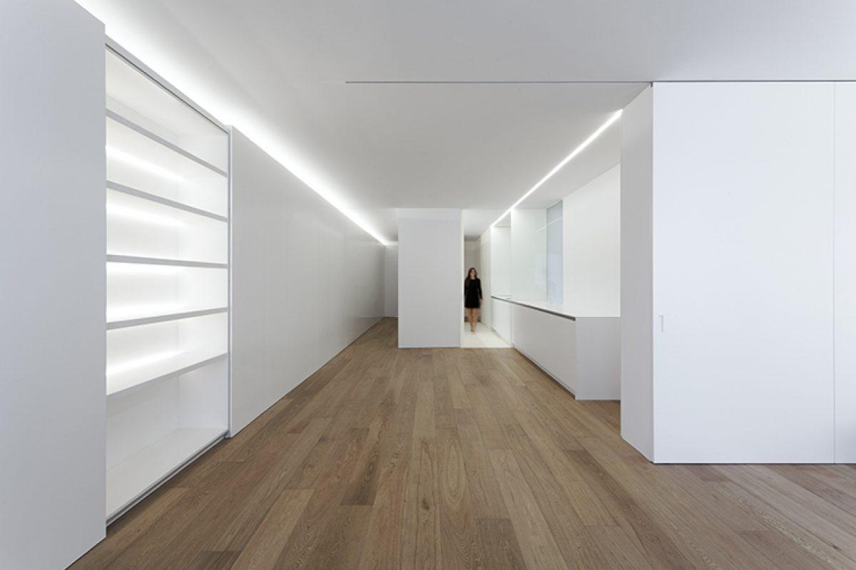 Apartamento en el ensanche valenciano por Fran Silvestre Arquitectos. Cuando la acción de enjalbegar va más allá del tratamiento de superficies