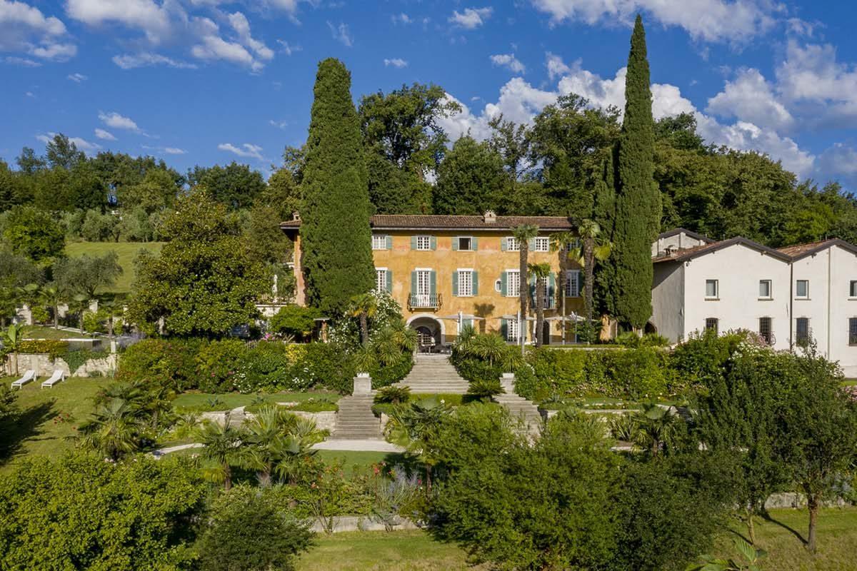Fast amuebla los exteriores del Borgo Il Mezzanino