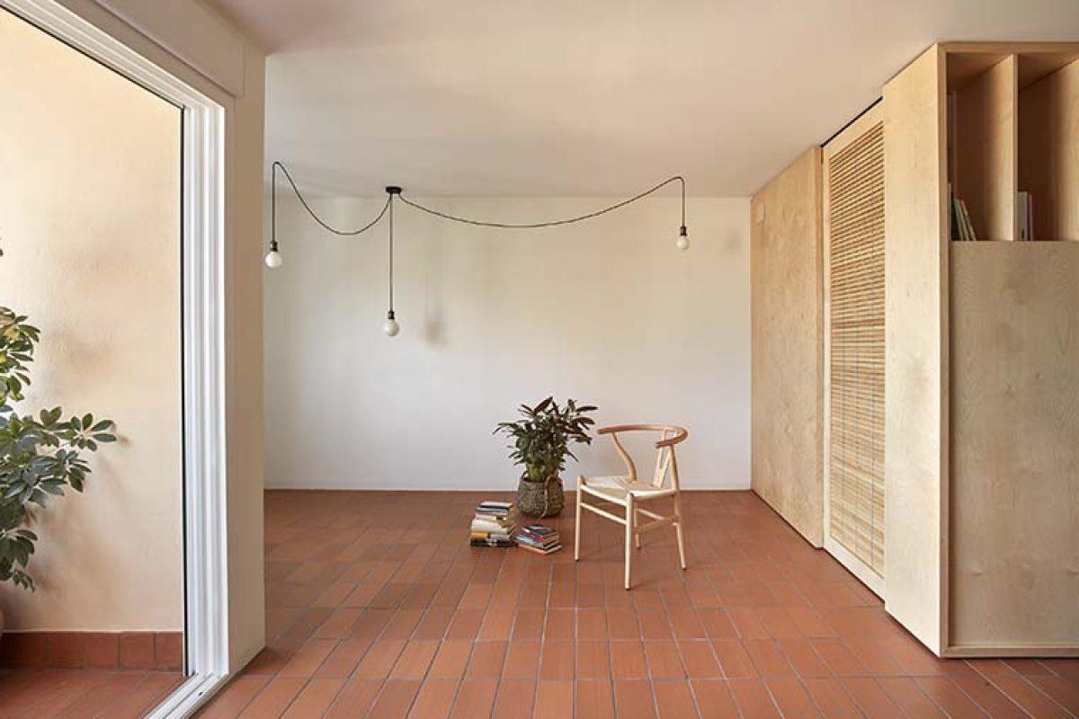 Interior y exterior se conectan en la reforma de esta vivienda, por Quique Bayarri
