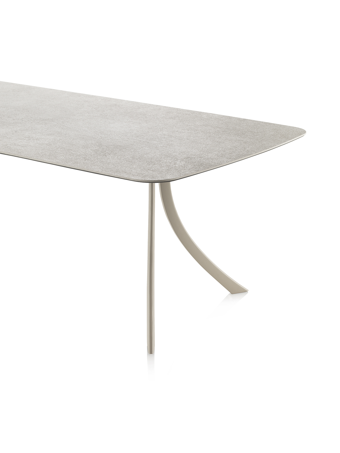 Falcata dining table by Lievore Altherr Molina 05