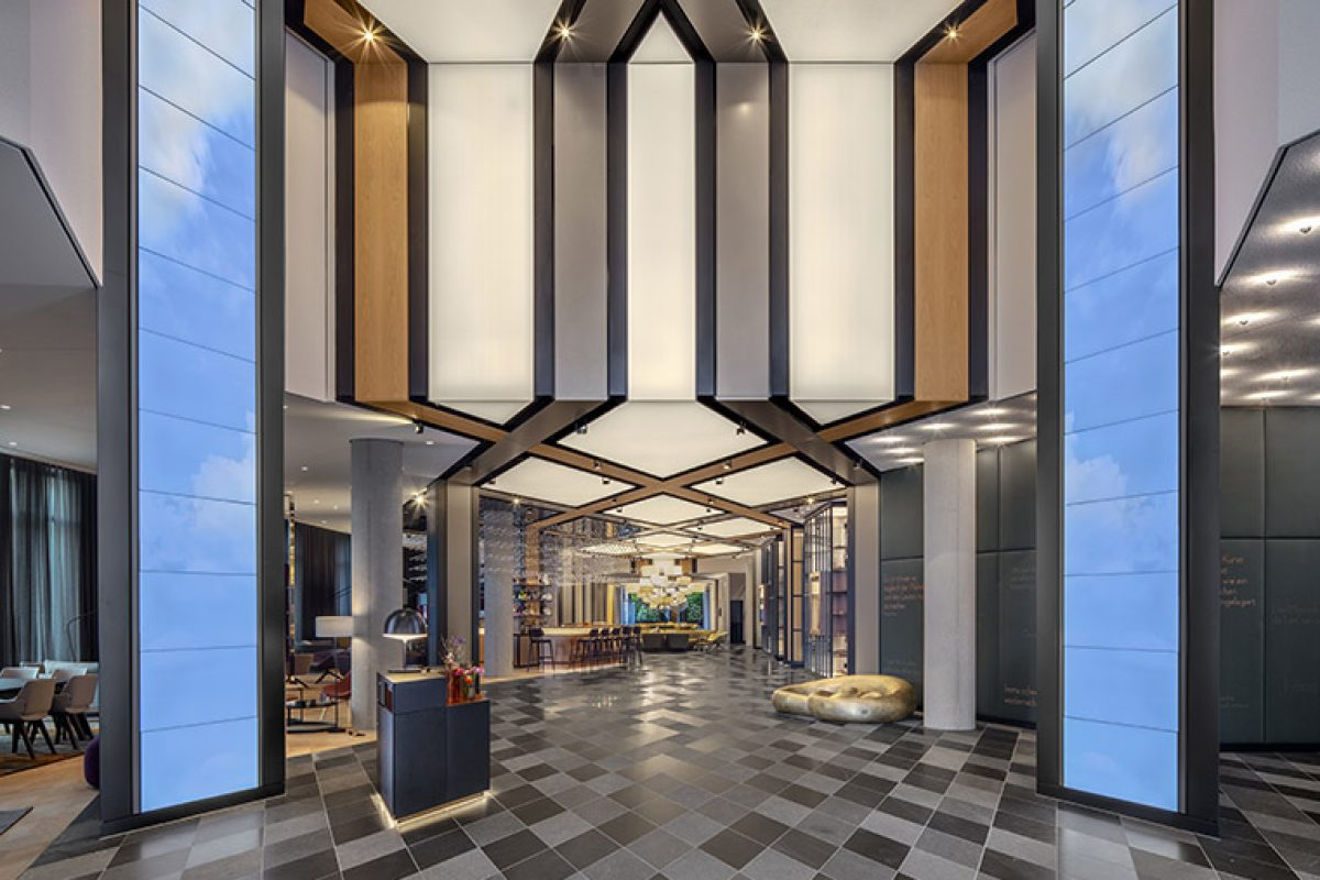 Concrete diseña el Hotel Andaz en Munich, un caleidoscopio de tecnología y tradición