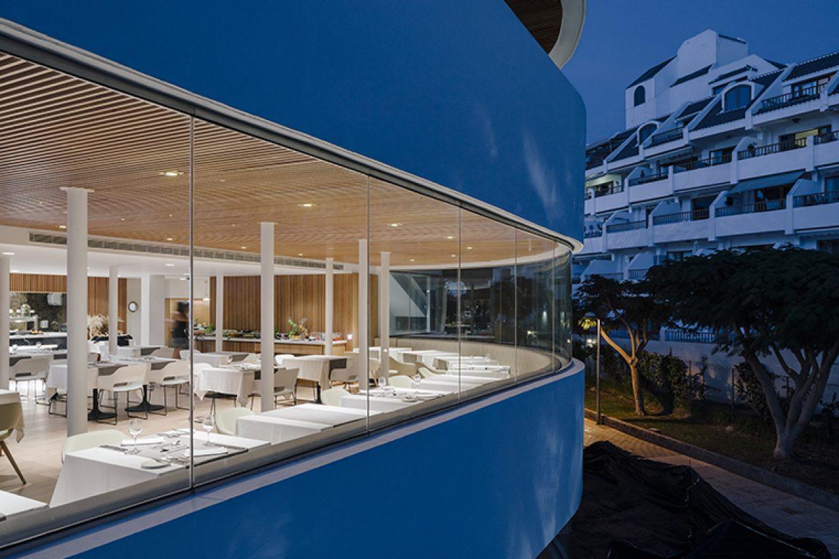 Zooco Estudio pone en orden el Flamingo Club Hotel de Tenerife recuperando su identidad de elegancia, bienestar y exclusividad