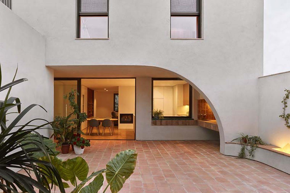 Casa AC por Horma Estudio. Reflexionar sobre cómo debe ser una casa en el pueblo hoy en día