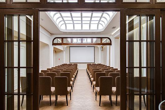 La firma espa ola colonial club vlc amuebla el design for Design hotel mosca