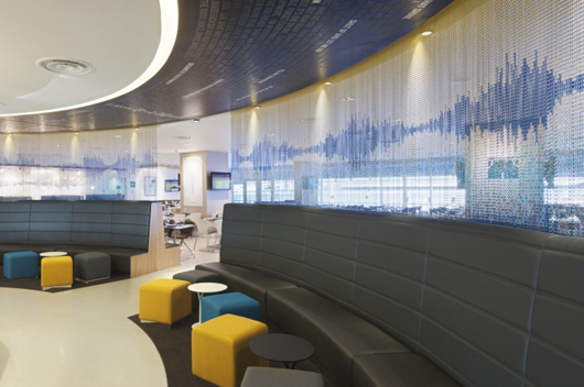 Kriskadecor adapta sus cortinas decorativas a las m s inimaginables creatividades de los dise adores - Cortinas metalicas decorativas ...