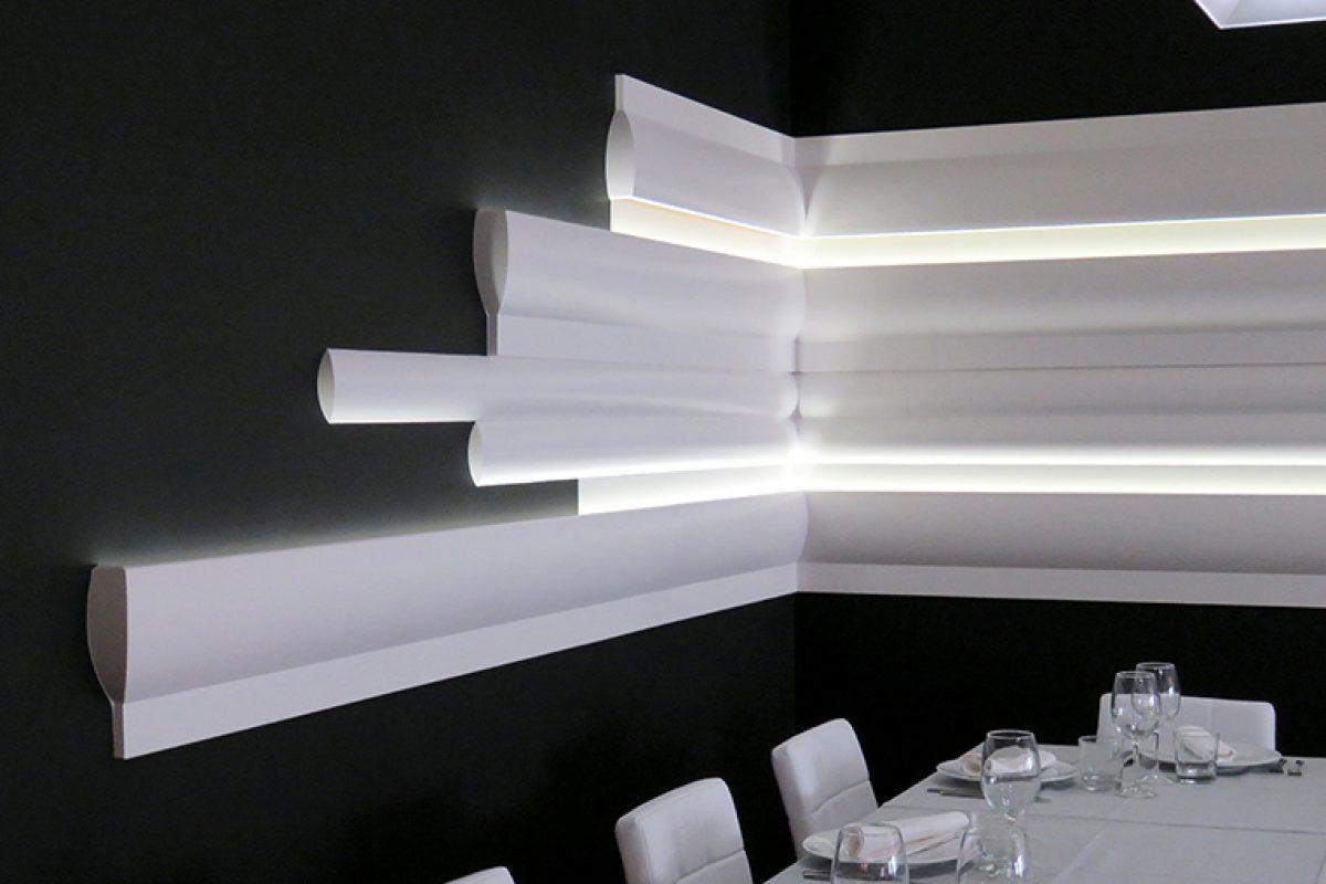 La integración de las molduras e iluminación led en el restaurante Tasta'm nos trasladan al futuro