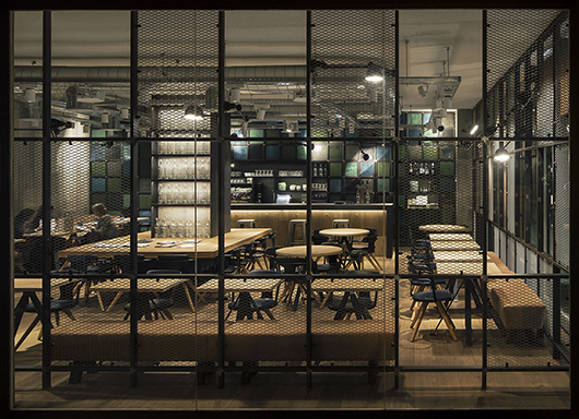 Industrial style and reclaimed materials at the ohbo - Decoracion interiores barcelona ...