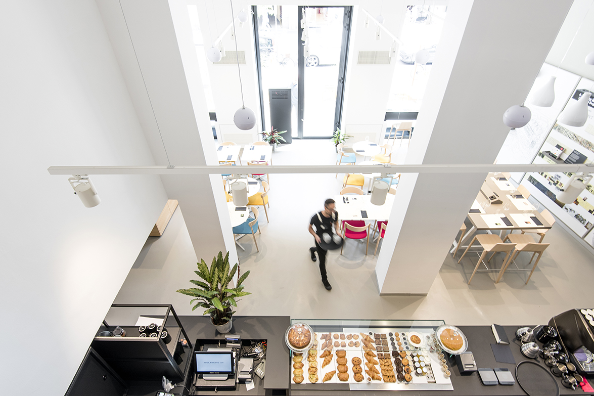 levendary cafe case study Just weeks into her new job, mia foster, a first time ceo with no international  management experience, is faced with a major challenge at levendary cafe,.