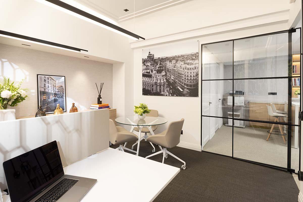 Ele Room 62 viste unas oficinas de lujo con Orac Decor®