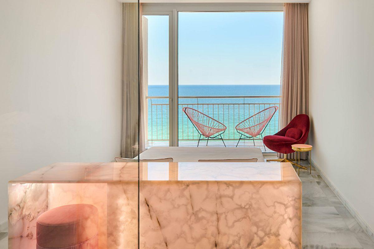 Interiorismo exclusivo con piedras semipreciosas para el Hotel Aromar
