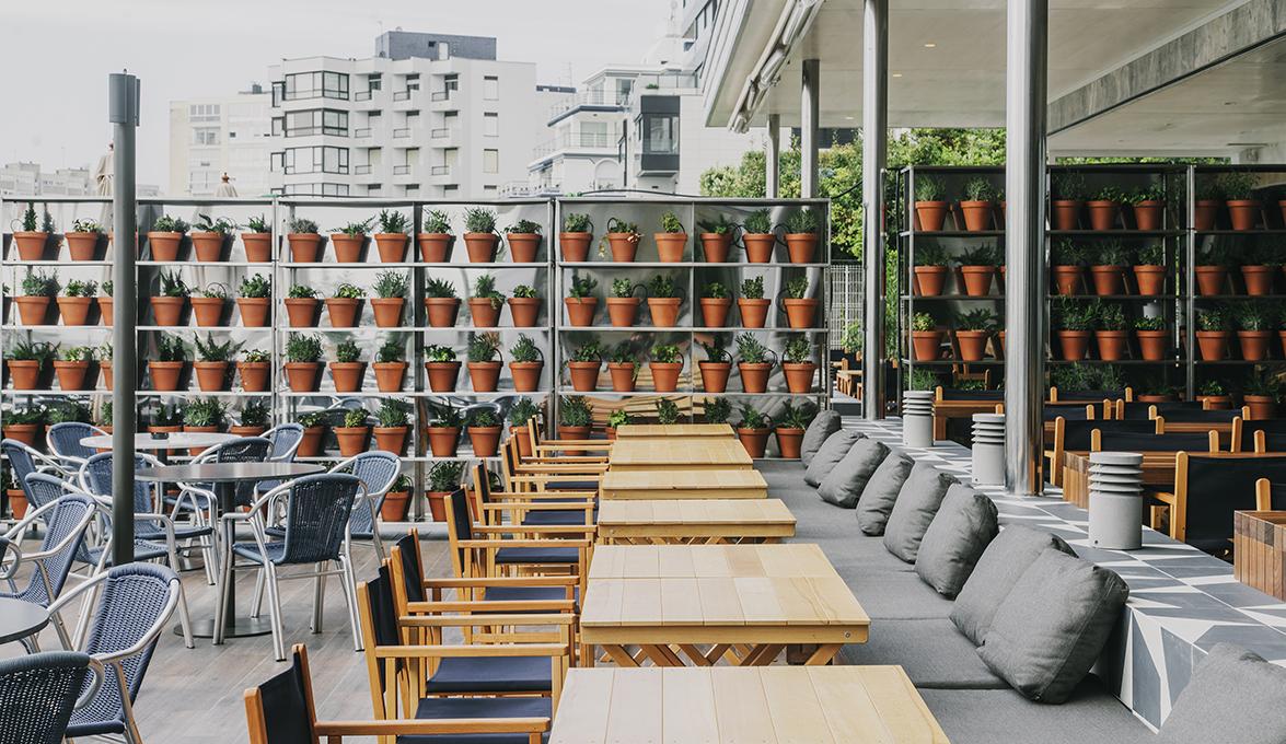 Tarruella trenchs revitaliza el restaurante panorama y zonas comunes del hotel chiqui en la - El chiqui santander ...