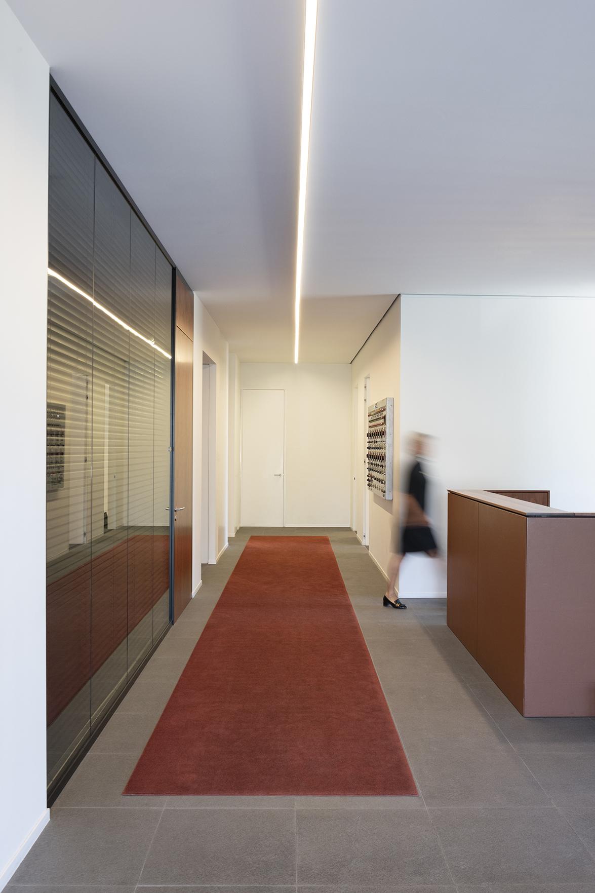 Innovaci n en interiorismo con u profile una cornisa de iluminaci n en forma de u dise ada por - Cornisa para led ...