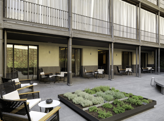 Kettal furnishes barcelona s h10 urquinaona plaza hotel for Kettal barcelona