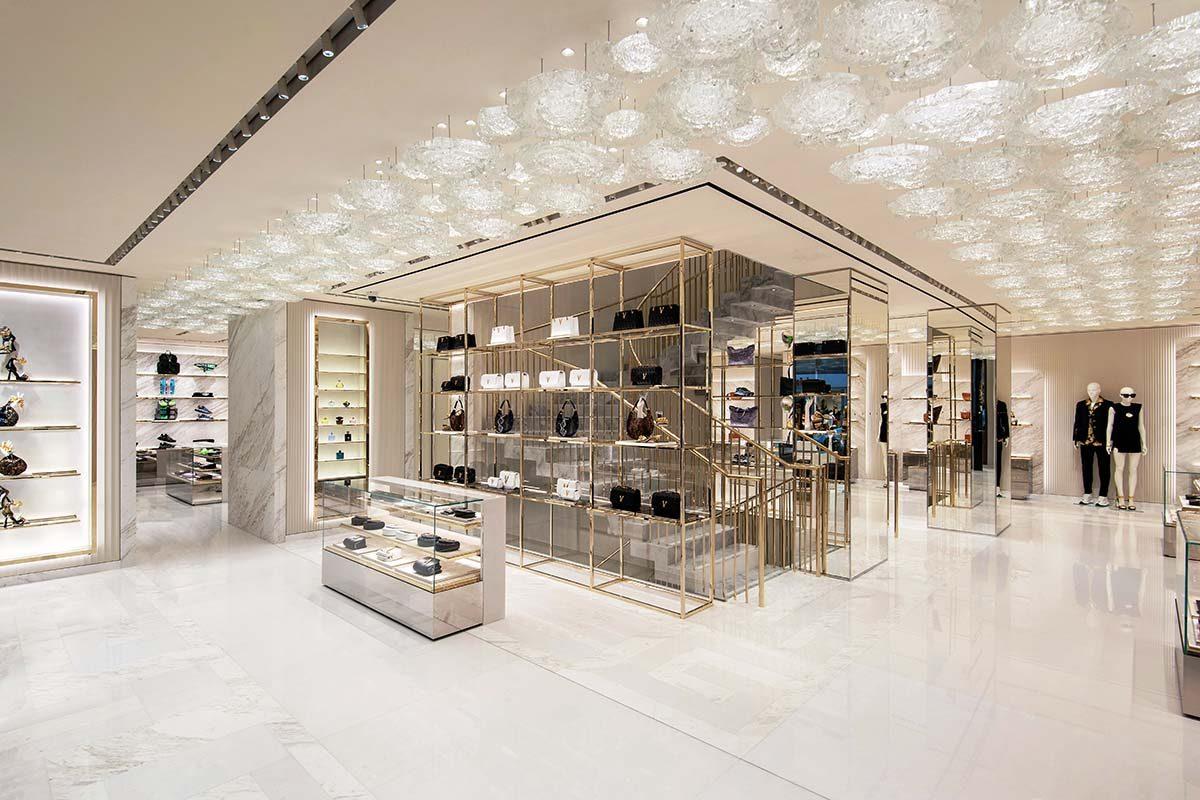 Casos Prácticos: El mármol de Margraf brilla en la nueva boutique de Versace en París