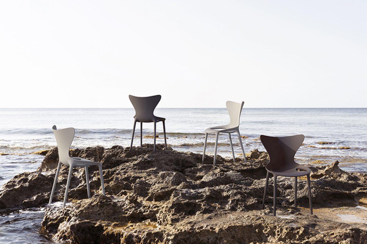 Plástico reciclado de las Islas Baleares, la alternativa sostenible de las sillas Love, diseñadas por Eugeni Quitllet para Vondom
