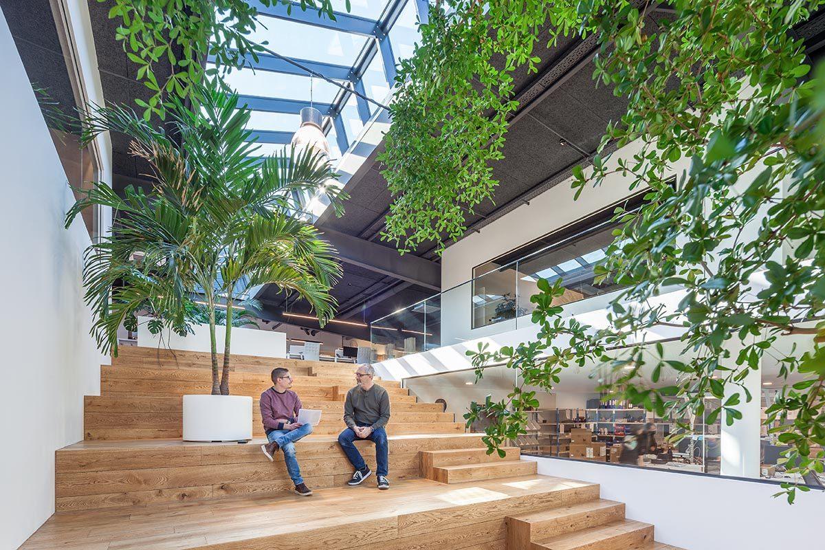 Metaform Architects transforma un almacén de Luxemburgo en un espacio de trabajo lleno de luz