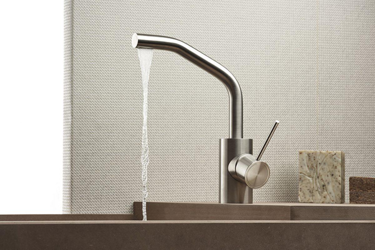 Acompañando el agua hacia las manos: Corsivo es la nueva serie de grifos de acero inoxidable de Mina