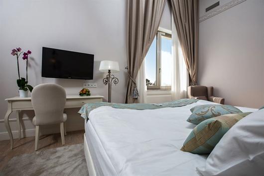 Gran hotel de lujo en sochi amueblado por colonial club for Muebles casal valencia
