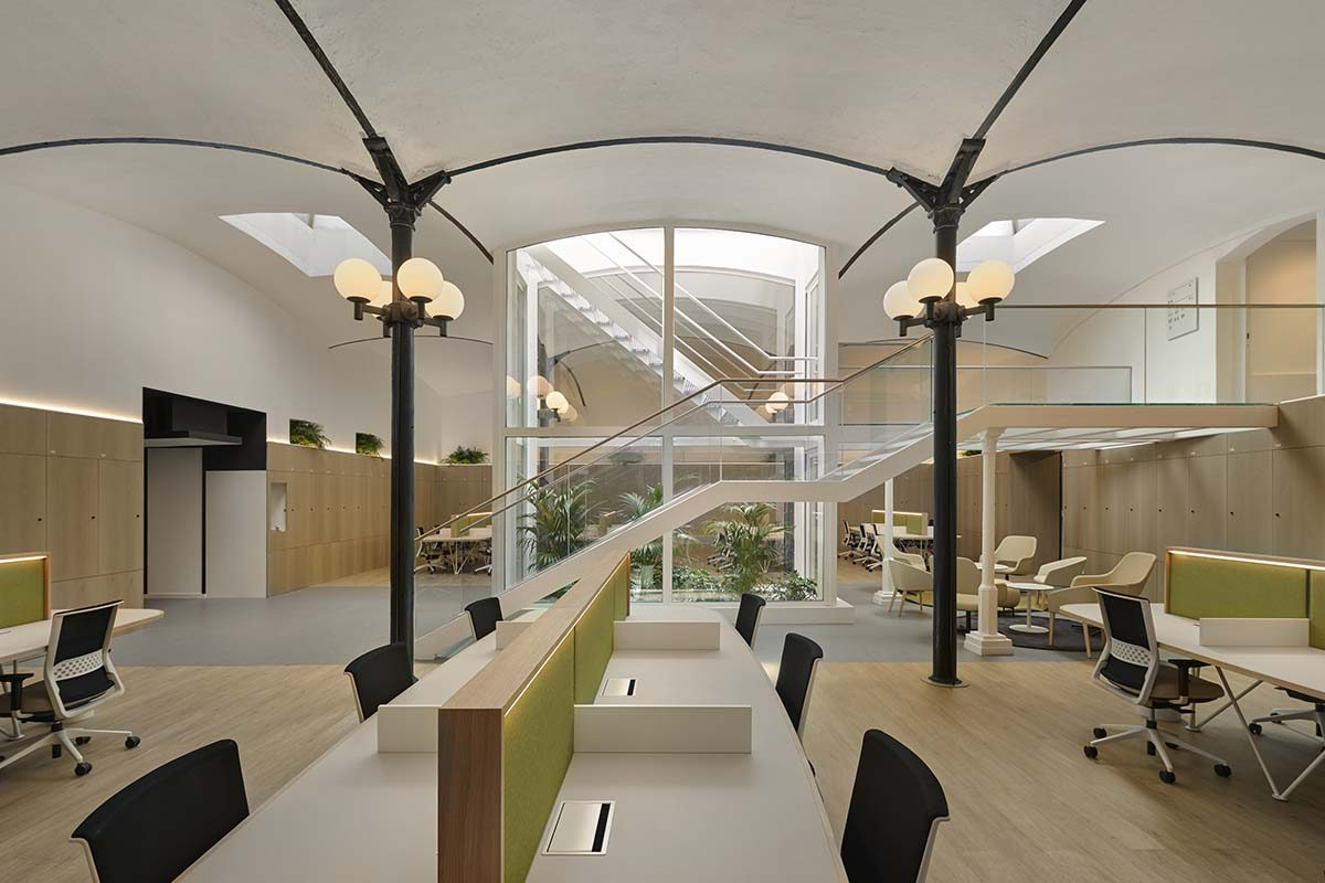 Cubiñá Contract equipa el Àtic Barcelona Business Center, diseñado por 2BMFG Arquitectes