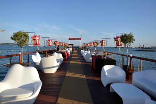 Vondom amuebla las terrazas y vip lounge del hotel for Cine las terrazas