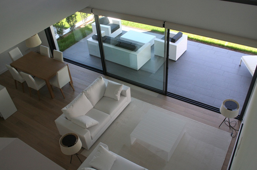 Bd girona selecciona los muebles de arlex para el interior for Casa blanca muebles y decoracion